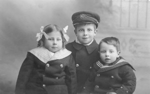 Props-1912~Ethel, Harry & Edwin Kershaw-Eng.