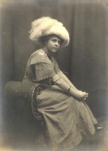 hats- Rue, Leila M (1910~)