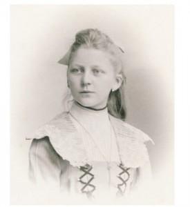 elusive-girl-1904